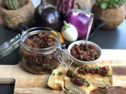 kruidige aubergine chutney met tomaat