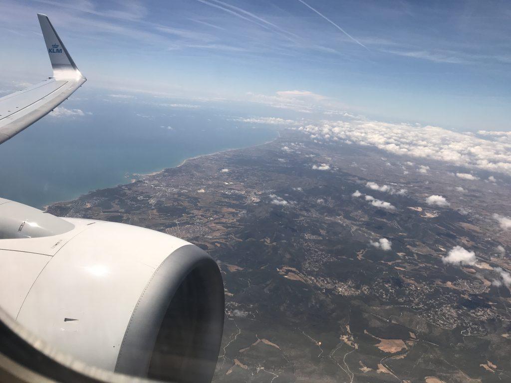 met het vliegtuig vanuit Spanje terug naar Nederland