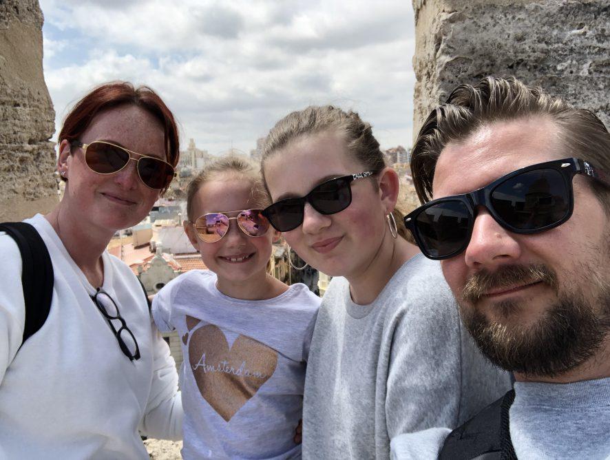 Familie over de Kook op vakantie in Spanje