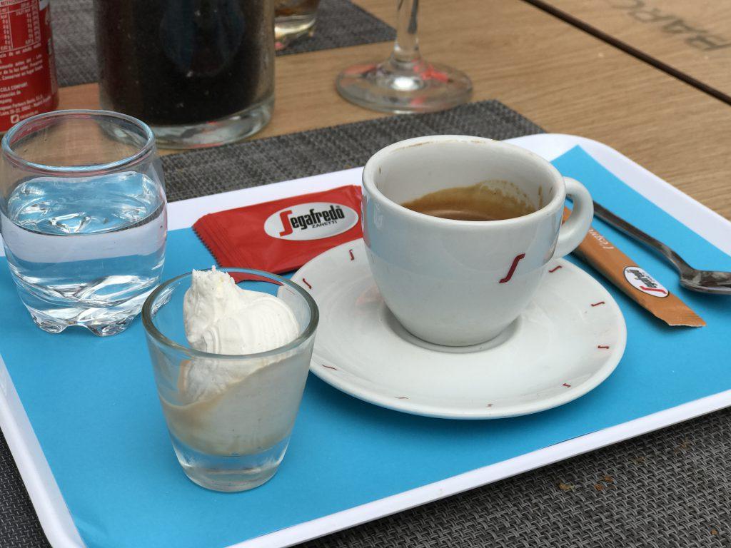 Een espresso bij Costa Barcelona in Sitges
