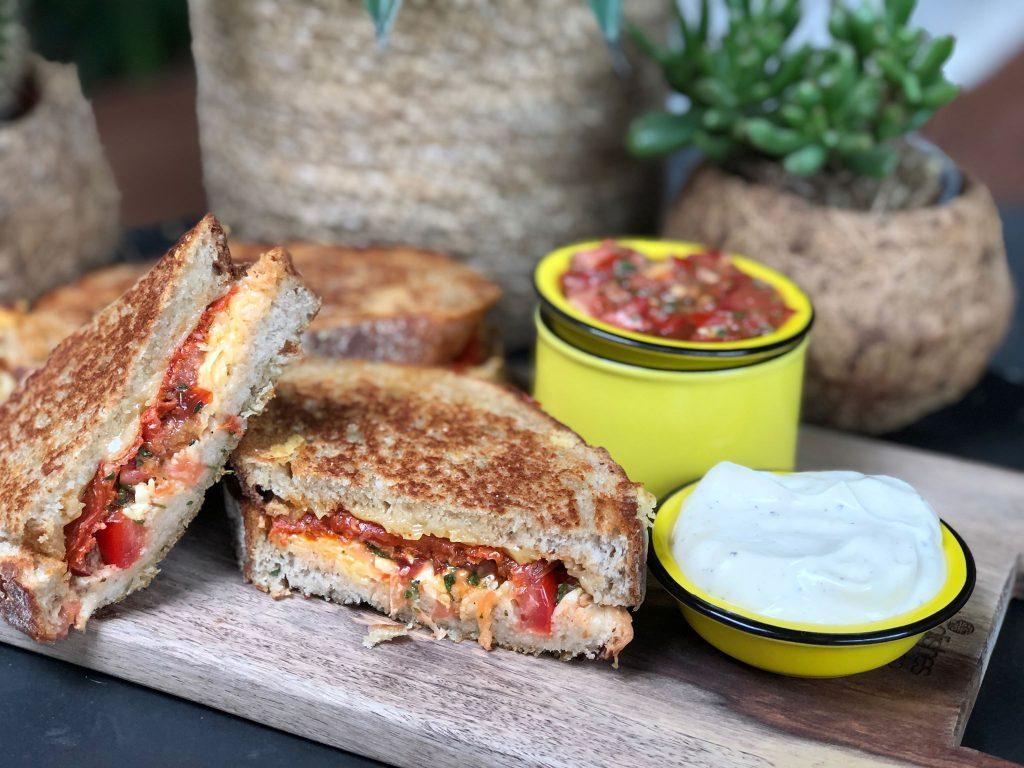 recept Spaanse tosti met tomaat, knoflook, chorizo en aioli