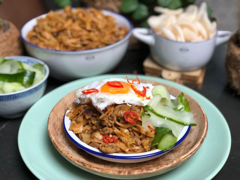 recept bami met spitskool en gehakt in pindasaus, een lekker makkelijke maaltijd