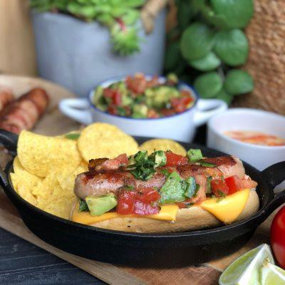 Mexicaanse hotdogs met spek en salsa