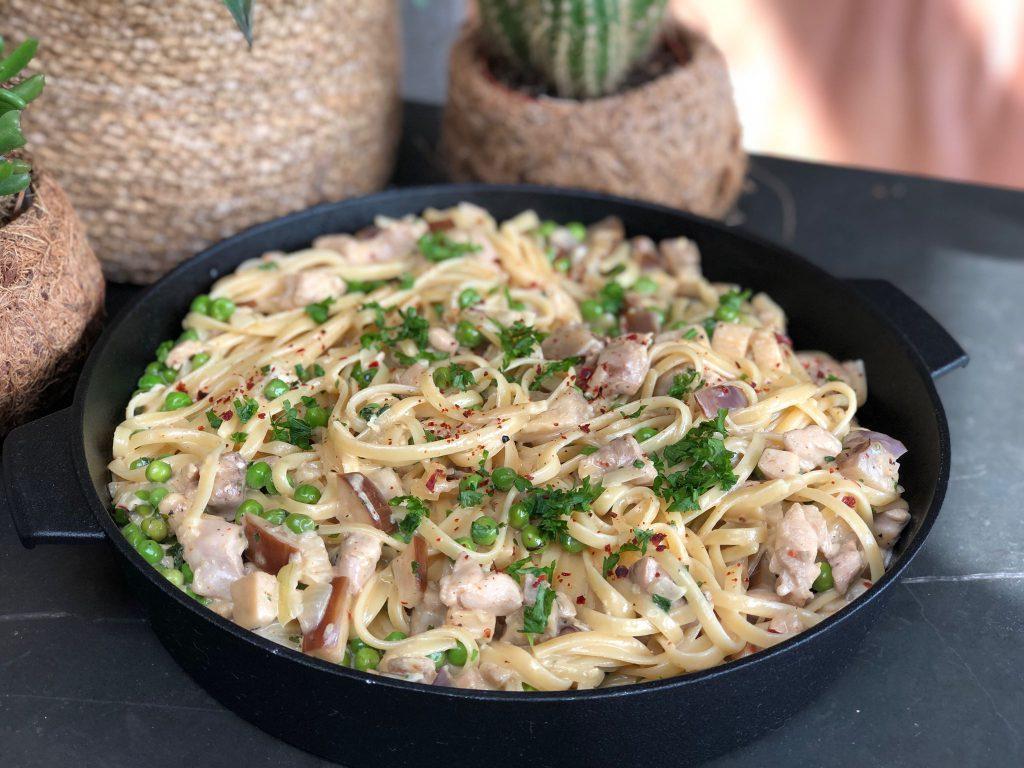 recept romige kip met knoflook, groenten en pasta