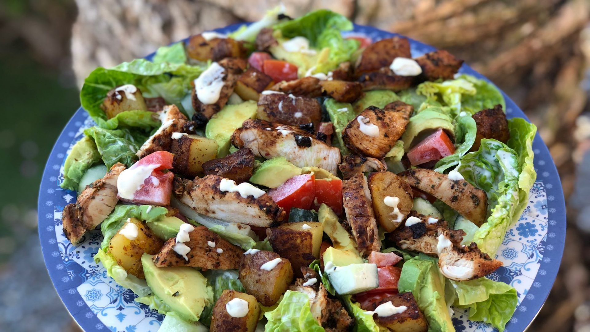 zomer salade met kruidige kip