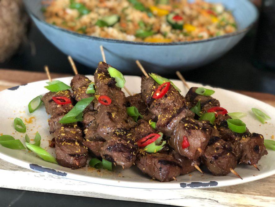 Aziatische biefstuk spiesjes van de bbq