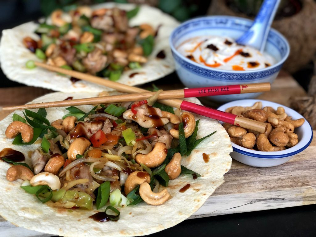 recept pittige Chinese kip wraps met cashewnoten en bosui