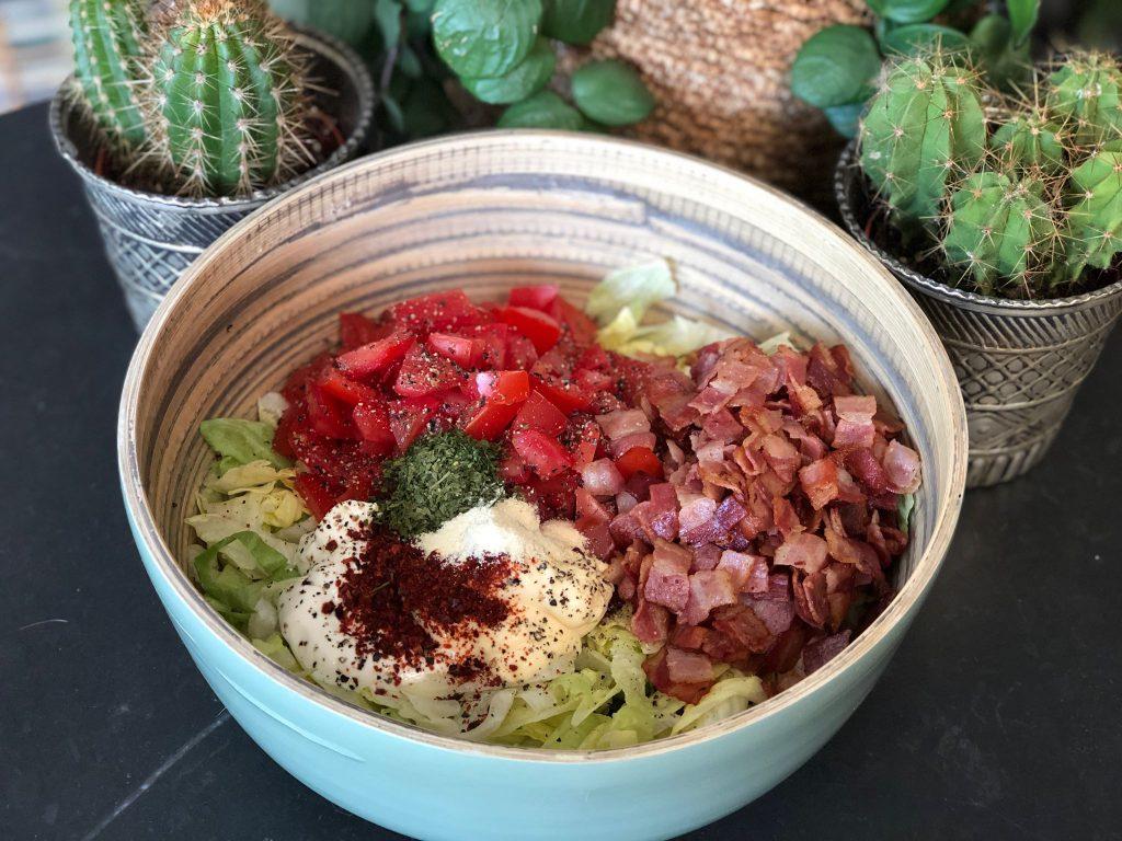 alle ingrediënten voor de BLT salade
