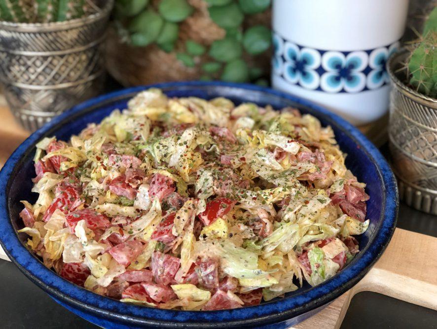 simpele BLT salade met spek, sla en tomaat