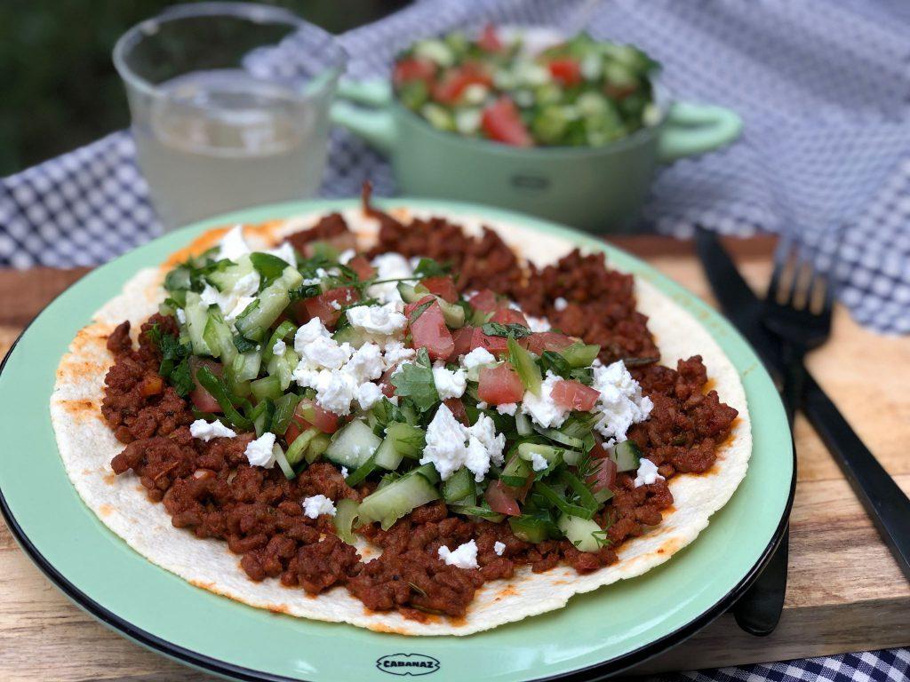 gezonde Turkse pizza maken a la Jamie Oliver