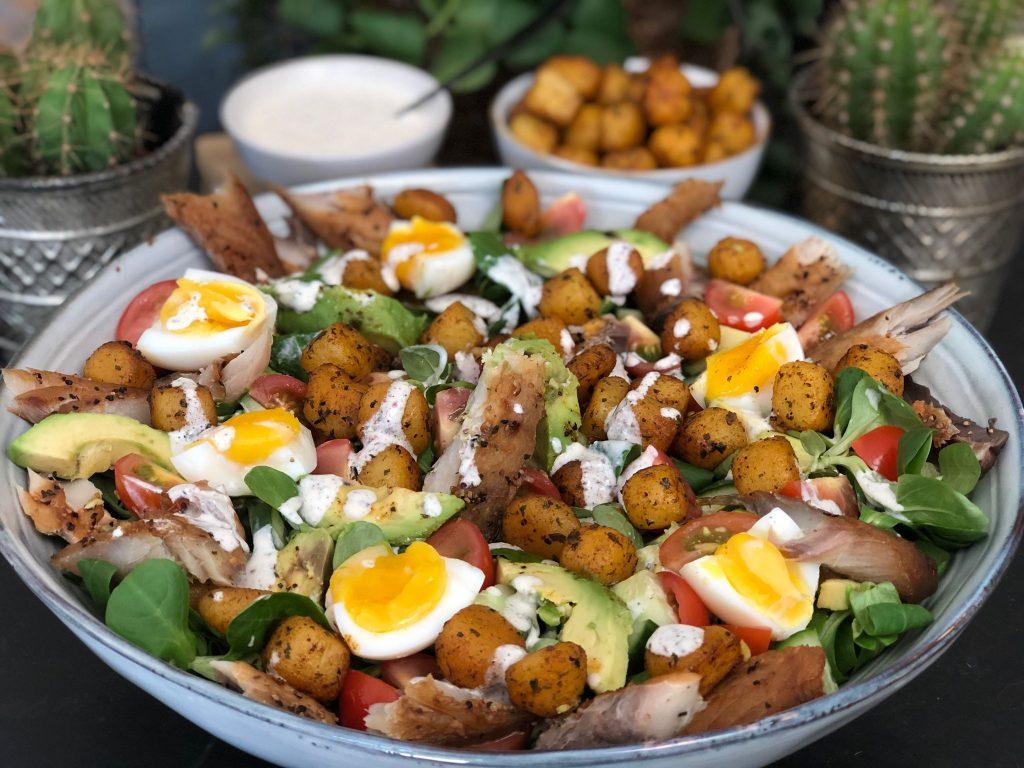 recept lauwwarme salade met makreel, krieltjes en een frisse fetakaas yoghurtdressing