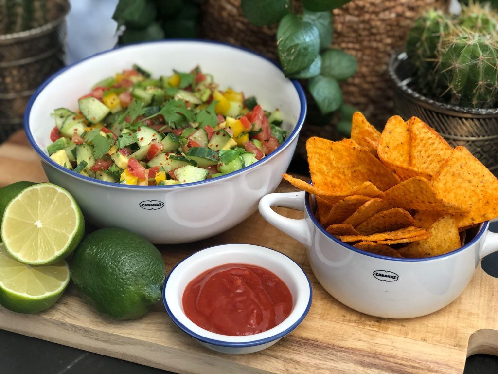 Recept Mexicaanse salsa salade maken met komkommer, avocado, bosui, tomaat en paprika
