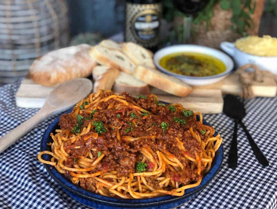 Spaghetti in pittige tomatensaus: simpel recept