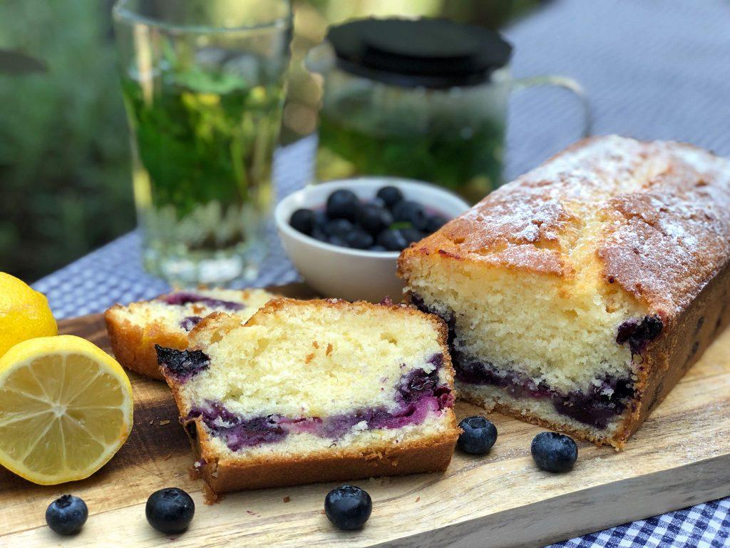 smeuïge cake recept met blauwe bessen en citroen