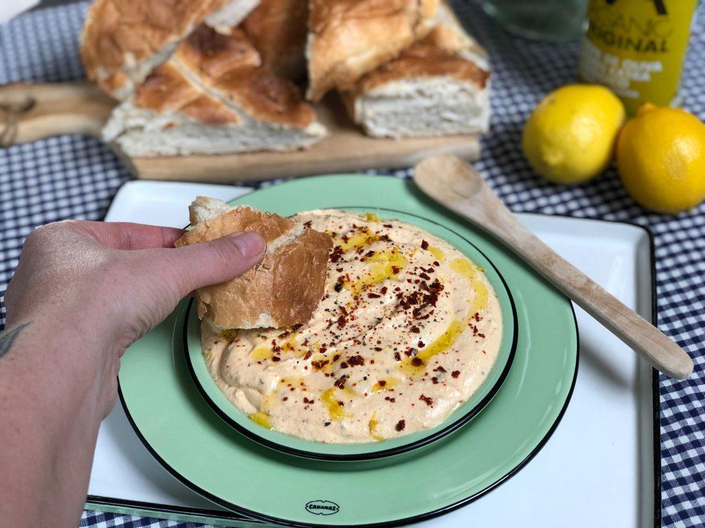 pittige feta spread met citroen, heerlijk om Turks brood in te dippen.