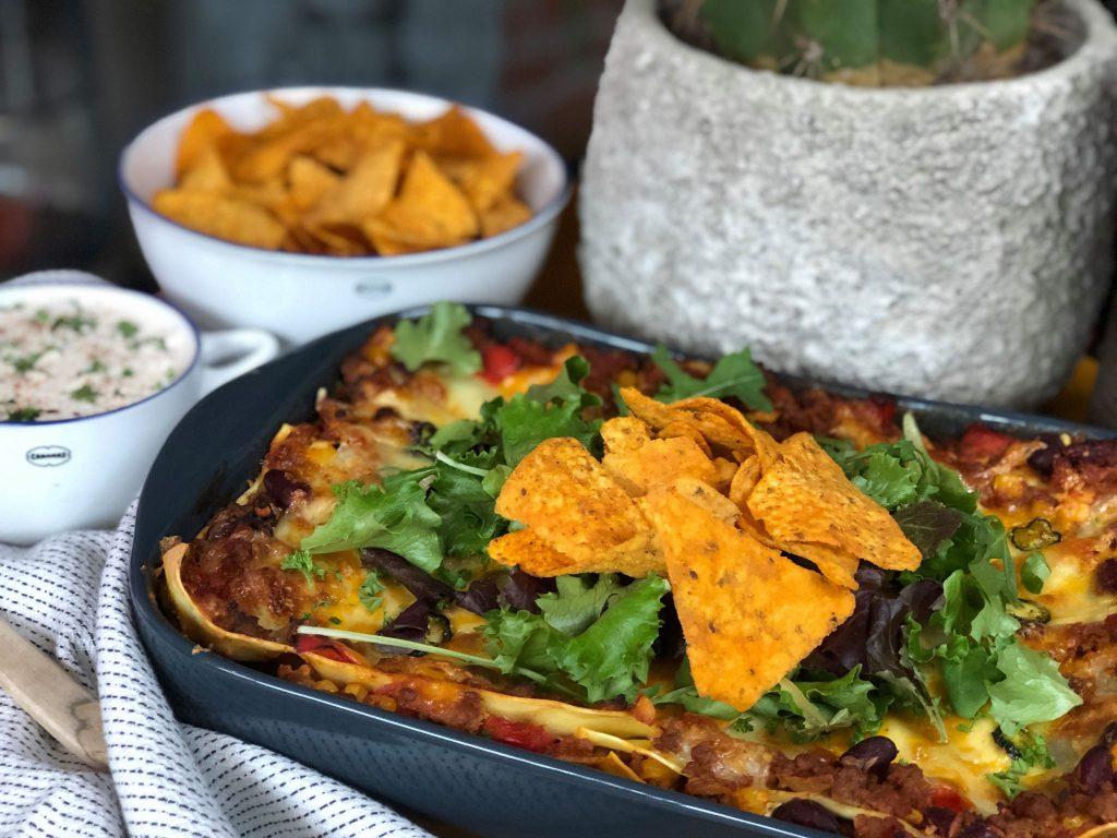 Mexicaanse dipsaus bij Mexicaanse lasagne
