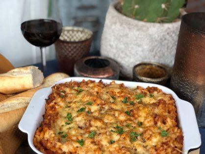 Macaroni met tonijn in tomatensaus ovenschotel