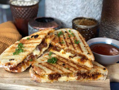 vlamtosti zelf maken met pittig gehakt en kaas