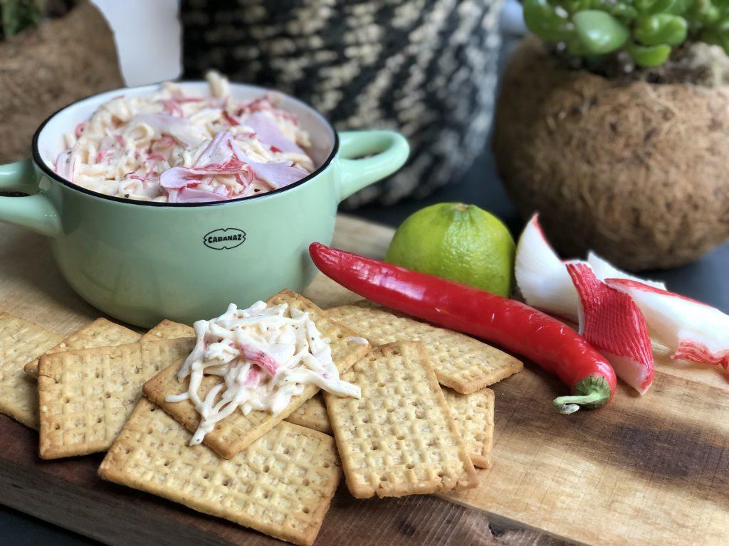 krabsalade gemaakt met surimi