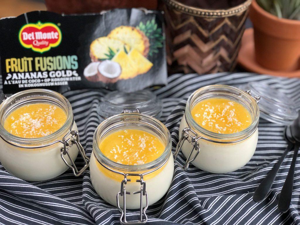 panna cotta met gepureerde ananas en kokos