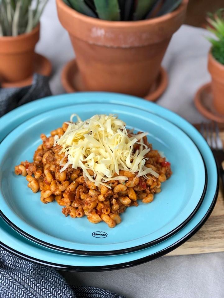 macaroni met tomatenpuree, gehakt en kaas