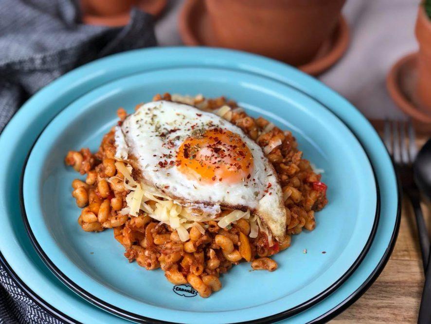 Macaroni met gehakt en tomatenpuree