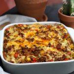 ovenschotel met prei, aardappelpuree en kruidig gehakt