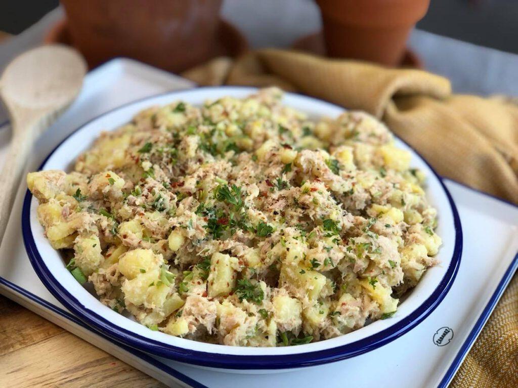 simpele aardappelsalade met tonijn