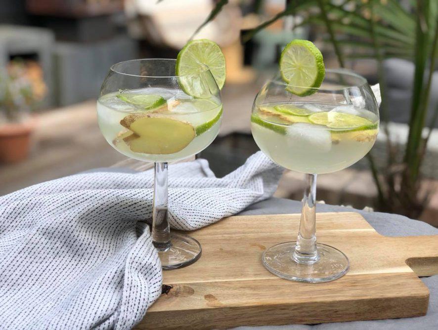 Zomerse cocktail met limoen en gember