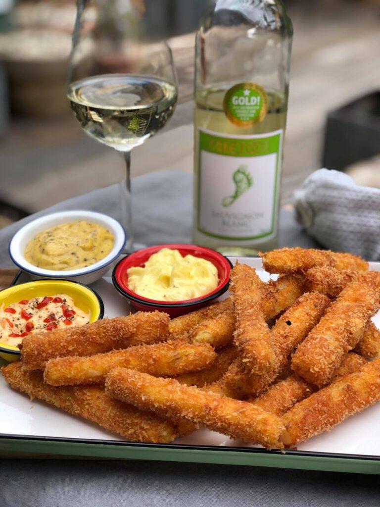 gefrituurde asperges met barefoot witte wijn