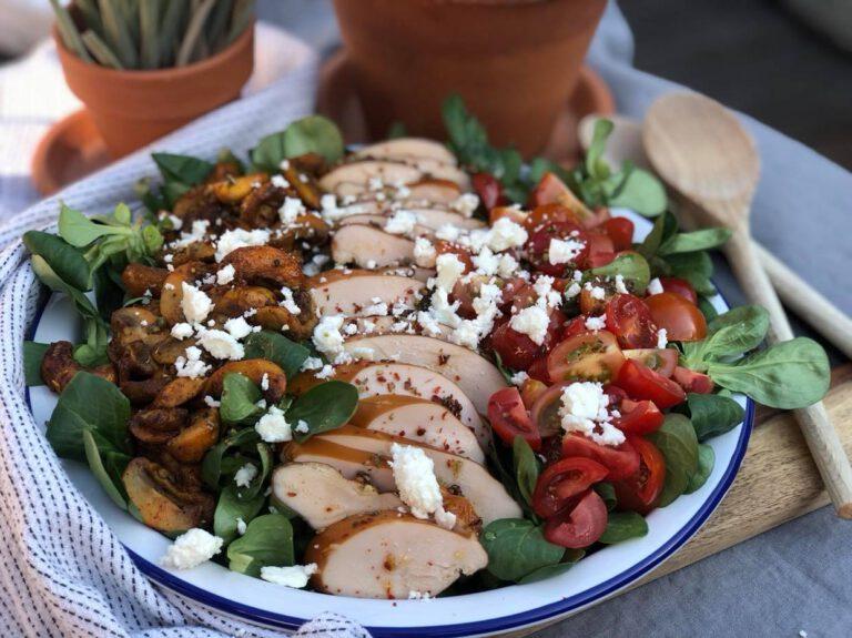 salade met gerookte kip en fetakaas