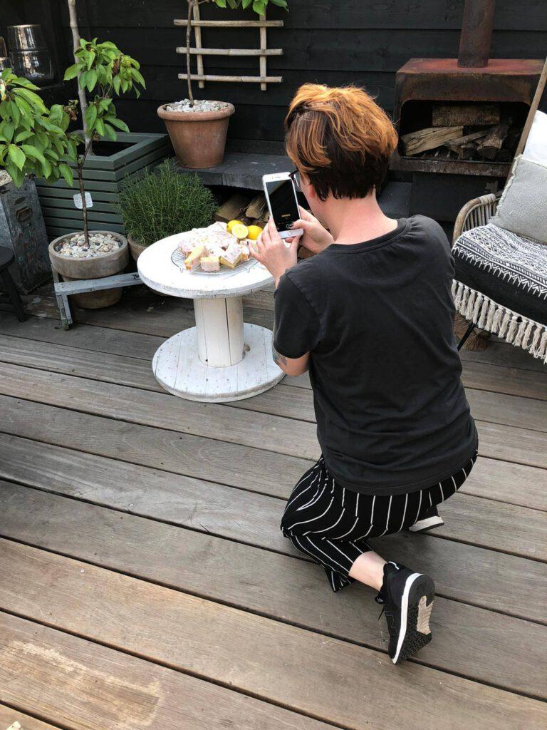 foto's maken van de citroencake met citroenglazuur