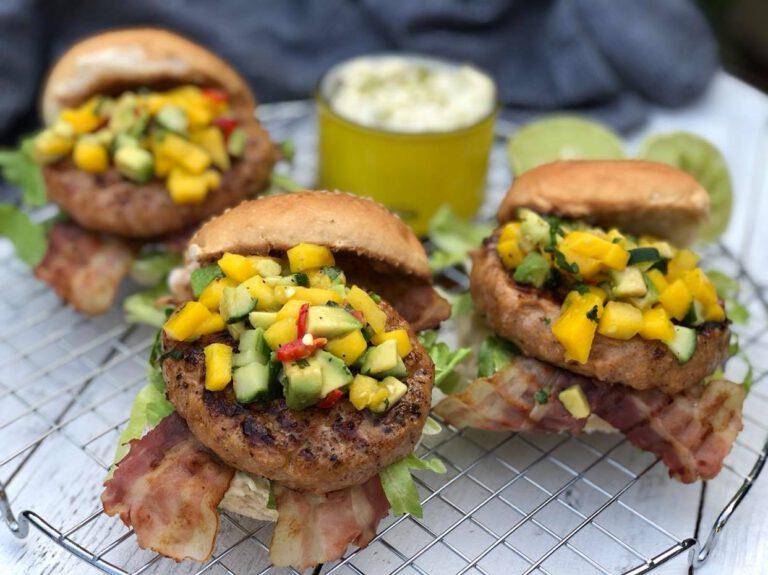 kipburgers met mangosalsa