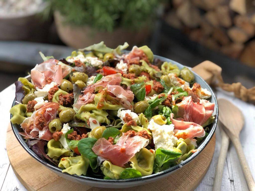 salade met tortellini en rode pesto