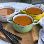 een gezonde soep met courgette en tomaat