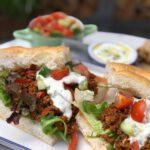 Turks brood met kruidig gehakt