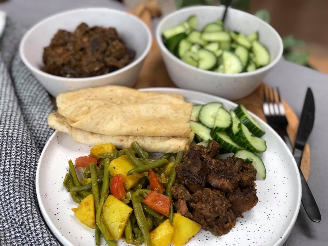 Surinaamse lam masala op de BBQ klaargemaakt