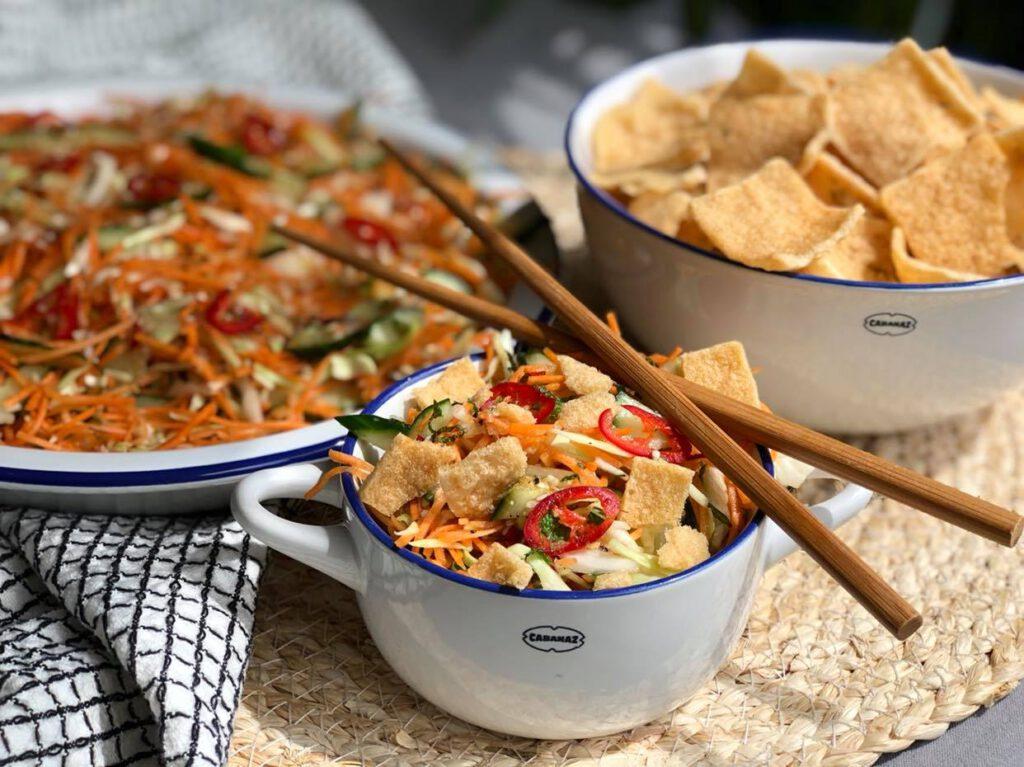 vegetarische Aziatische salade met kroepoek