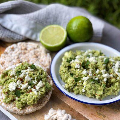 avocado feta dip met limoen