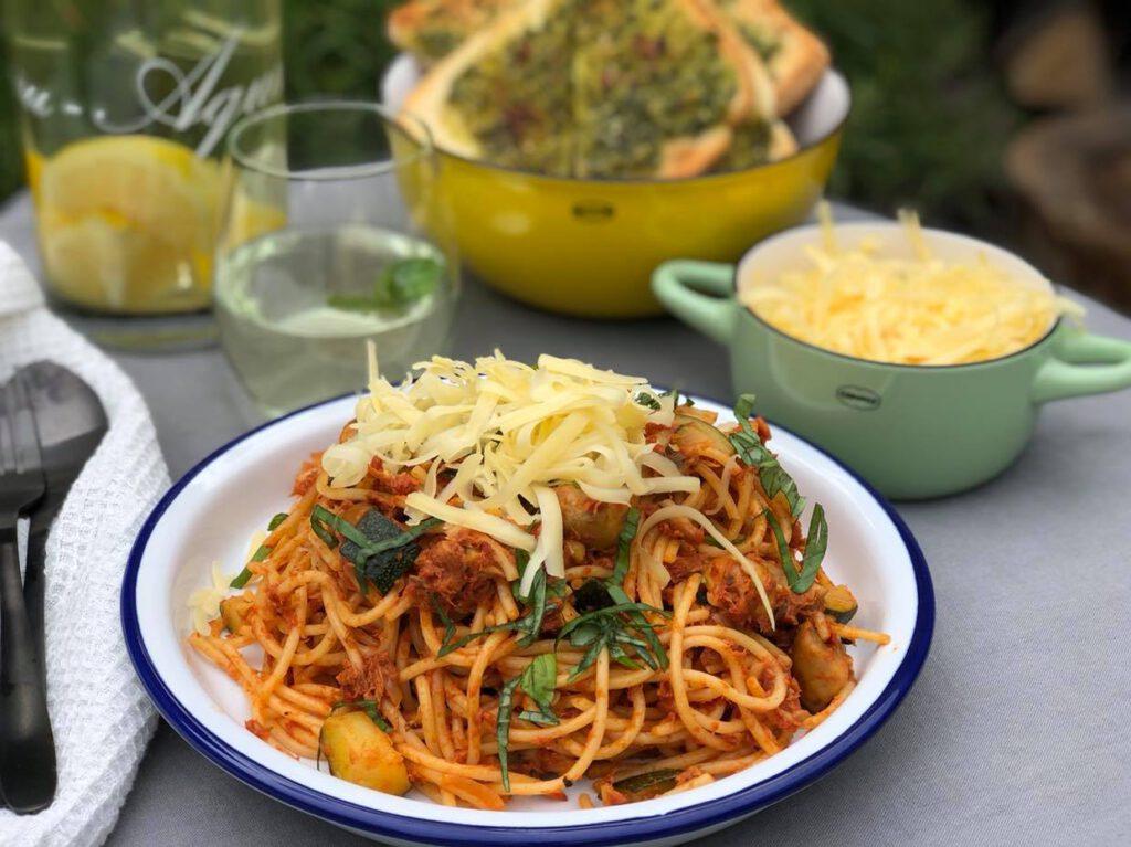 spaghetti met tonijn in tomatensaus klaar binnen 30 minuten