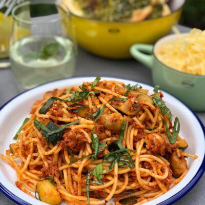 spaghetti met tonijn in tomatensaus