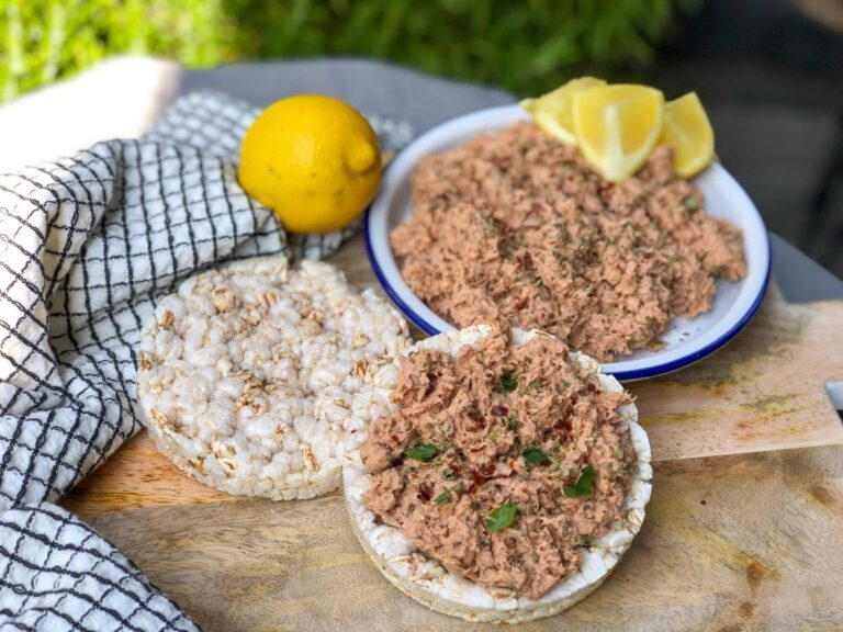 simpele tonijnsalade met Italiaanse kruiden en tomatenpuree