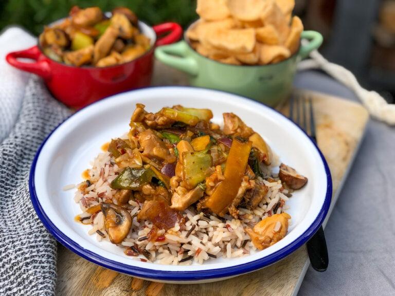 kip in chilisaus en wokgroenten