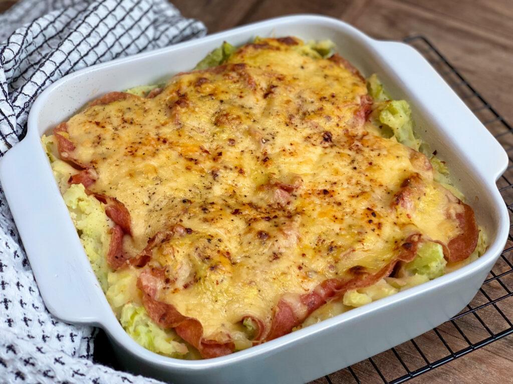 prei ovenschotel met salami en bechamelsaus
