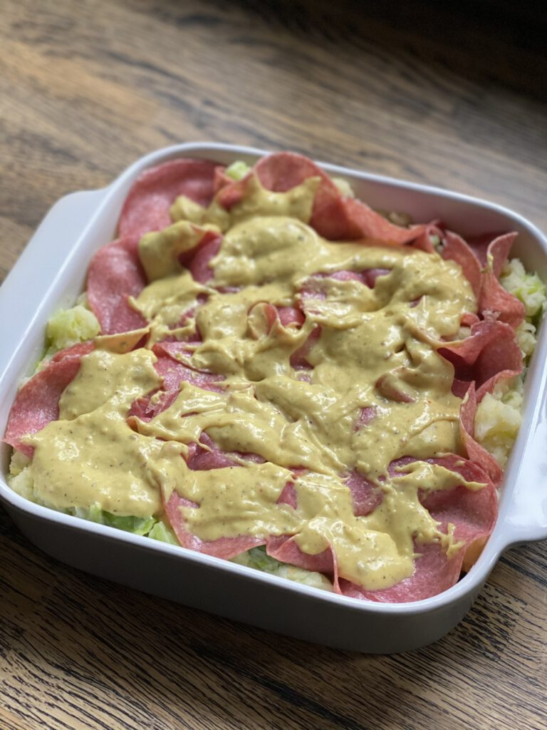 prei ovenschotel met bechamelsaus en salami