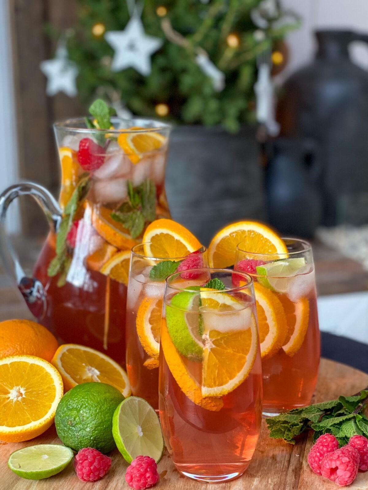 fruitpunch met vers fruit en limonadesiroop