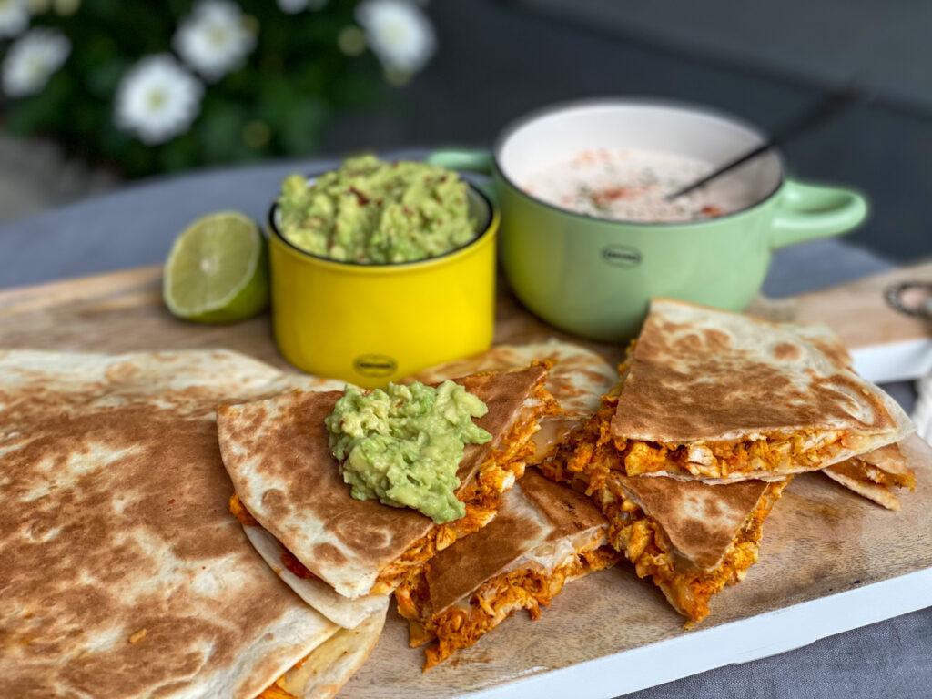 quesadilla's met pittige pulled chicken