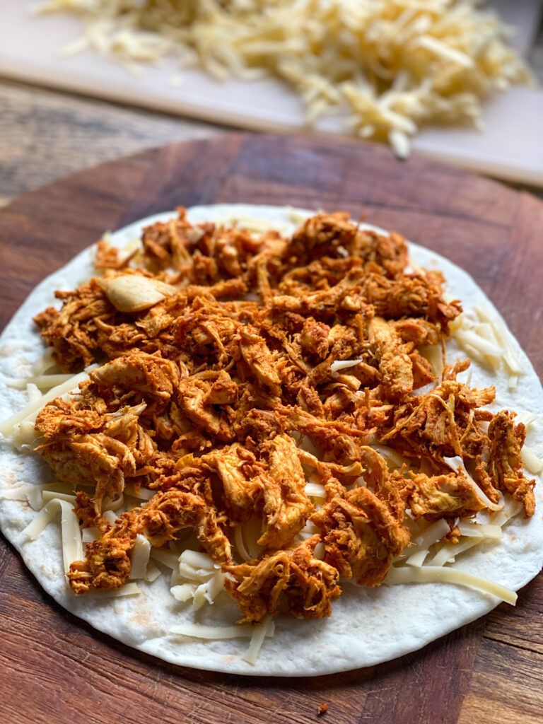 quesadilla's maken met pittige pulled chicken