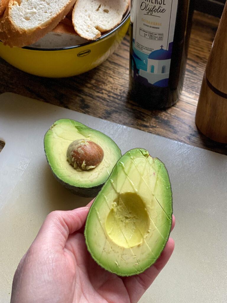 avocado blokjes snijden