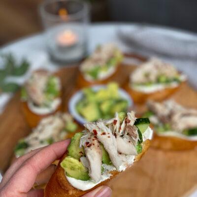 bruschetta met avocado en makreel maken